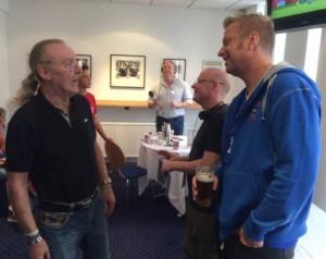 Kevin Beattie og formannen i hettegenser på radiointervju hos BBC og Phil Ham fra TWTD.