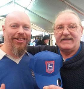 Ingo og Kevin Beattie med ITSCON-caps