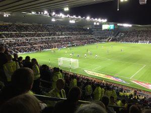 Kamp. Sjeldent syn; vi har ballen langt inne på Derbys banehalvdel.