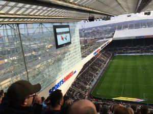Hadde det ikke vært for den digre glassveggen så kunne vi fått sett enda mer av Newcastle.